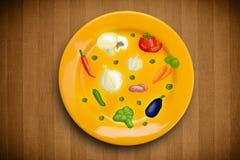Bunte Platte mit Hand gezeichneten Ikonen, Symbolen, Gemüse und Früchten Stockbilder