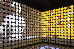 Bunte Plattenanzeige im Spanien-Pavillon an Ausstellung 2015 Stockbild