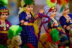 Bunte Puppen am Markt Lizenzfreie Stockfotos