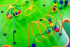 Bunte Puzzlespielspielzeug-Spielplatzvorschule zicklein stockfoto
