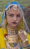 Bunte Rajasthani Frau Stockbild