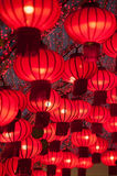 Bunte rote chinesische Laternen glänzen für neues Jahr Lizenzfreies Stockbild