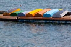 Bunte Rowboats stockbilder