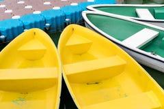 Bunte Rowboats lizenzfreie stockfotografie