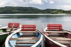 Bunte Rowboats für Miete stockbild