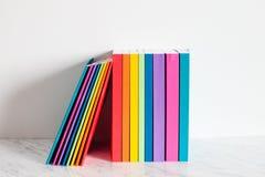 Bunte Sammlung der Bücher Lizenzfreies Stockfoto