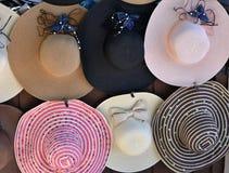 Bunte schlaffe Hüte für Verkauf stockfoto