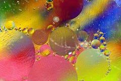 Bunte Schmieröl- und Wassernahaufnahme Lizenzfreie Stockfotos