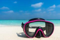 Bunte Schnorchelmaske durch das Meer, tropische entferntstrände Trave Stockbild