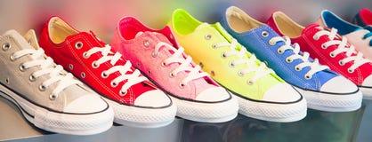 Bunte Schuhe Stockfotos