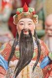Bunte Skulptur eines alten chinesischen Adligen auf Panjiayuan-Flohmarkt, Peking, China Lizenzfreies Stockfoto