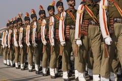Bunte Soldaten auf Parade Stockfotografie