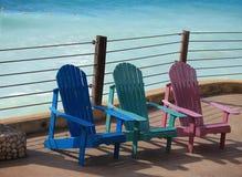 Bunte Sommer-Stühle Stockbilder