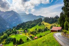 Bunte Sommeransicht von Wengen-Dorf stockbilder