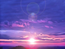 Bunte Sonne des erstaunlichen Sonnenuntergangs in den Wolken Lizenzfreie Stockbilder