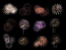 Bunte sortierte Feuerwerksauswahl auf einem schwarzen Hintergrund Lizenzfreie Stockfotografie