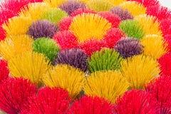 Bunte Stöcke des Weihrauchs in Vietnam stockbild