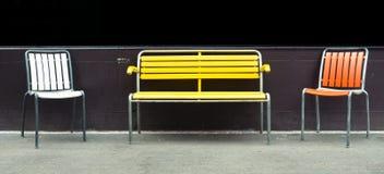 Bunte Stühle Stockfotografie
