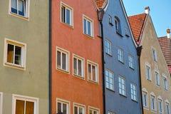 Bunte Stadtwohnungsreihe Lizenzfreie Stockbilder
