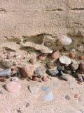 Bunte Steine und Sand Lizenzfreies Stockfoto