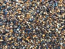 Bunte Steine, bunte Steine verzieren den Garten Stockfoto