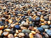 Bunte Steine, bunte Steine verzieren den Garten Lizenzfreies Stockfoto