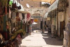 Bunte Straße in altem Jerusalem Stockfotos