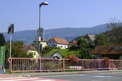 Bunte Straßenansicht in Lavamund Kärnten Österreich stockbild