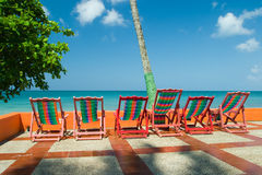Bunte Strand-Stühle Stockfoto