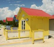 Bunte Strandhütten Stockbilder