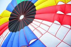 Bunte Streifen des Fallschirmes Stockfotografie
