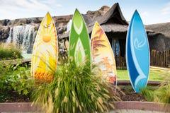 bunte Surfbretter stockfotos