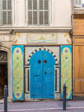 Bunte Tür in Marseille, Frankreich Lizenzfreies Stockfoto