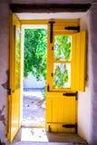 Bunte Türen in Portugal Stockfotografie