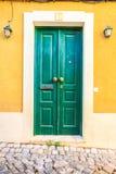 Bunte Türen in Portugal Lizenzfreies Stockbild