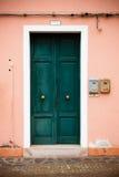 Bunte Türen von Burano Insel, Venedig, Italien Stockfotos