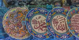 Bunte türkische Teller im großartigen Basar von Istanbul, die Türkei Stockbilder