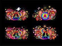 Bunte T-Shirt Drucksammlung mit dem Hippiefriedenssymbol, fliegend tauchte mit Ölzweig, abstrakte Blumen, Pilze, Paisley a Lizenzfreie Stockfotografie