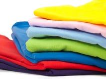 Bunte T-Shirts Lizenzfreie Stockfotos