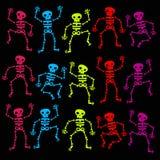 Bunte Tanzen-Skelette Stockfotografie