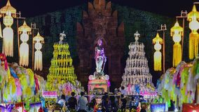 Bunte Tausenden lanna Laternen nachts, Lamphun-Laternenfestival Zoom-Heraus stock footage