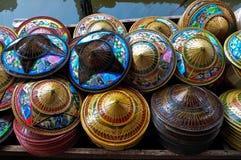 Bunte thailändische Hüte Lizenzfreie Stockfotos
