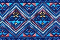 Bunte thailändische Seide handcraft peruanischen Artwolldecken-Oberflächenabschluß herauf mehr dieses Motiv u. mehr Textilperuani Stockfoto