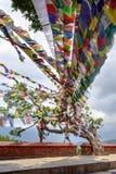 Bunte tibetanische Gebetsflaggen bei Swayambhunath in Kathmandu, Knoten Lizenzfreies Stockbild