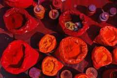 Bunte tika Puder in einem indischen Markt Stockfotografie