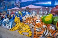 Bunte Tonwaren werden im dreitägigen langen Baishakhi verkauft Stockfoto