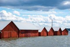 Bunte traditionelle Bootshäuser in Kerimäki, Finnland lizenzfreie stockfotos