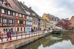 Bunte traditionelle französische Fachwerkhäuser im alten Schleppseil Stockfoto