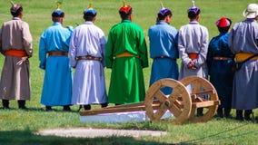 Bunte traditionelle Kostüme, Nadaam-Eröffnungsfeier Lizenzfreie Stockfotos