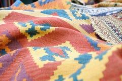 Bunte traditionelle peruanische Art, Nahaufnahmewolldeckenoberfläche lizenzfreie stockfotografie